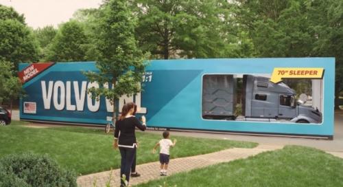 Un nou viral marca Volvo Trucks, acum cu cel mai mare unboxing din lume